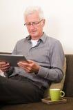 Ältere Funktion auf einem Tablette-PC lizenzfreie stockbilder