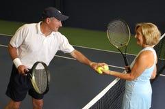 Ältere Gesundheits-Tennis-Abgleichung Lizenzfreies Stockbild