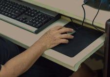 Ältere Hand Lizenzfreie Stockbilder