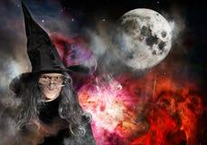 Ältere Hexe mit schwarzer Hut-Vollmond Stockbild