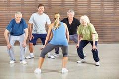 Ältere Leute, die zur Musik tanzen Stockfotos