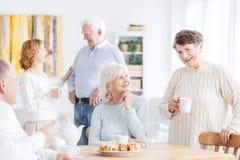 Ältere Leutewiedervereinigung Lizenzfreie Stockbilder