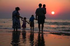 Ältere mit Kindern Lizenzfreies Stockbild