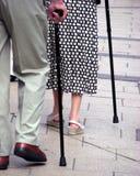 Ältere mit Spazierstöcken Stockfotografie