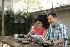 Ältere Paar-Freizeit außerhalb des Konzeptes Stockfotos