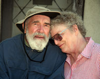 Ältere Paare auf einem Portal Stockfotografie
