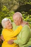 Ältere Paare in der Liebe