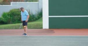 Ältere Paare, die Tennis 4k spielen stock video footage