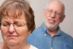 Ältere Paare in einem Argument Stockbild