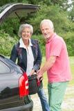 Ältere Paare mit Gepäck Stockfotografie