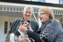Ältere Paare mit Hund Lizenzfreie Stockbilder