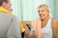 Ältere Paare nach der Ausbildung Lizenzfreies Stockfoto