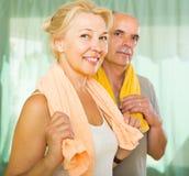 Ältere Paare nach der Ausbildung Lizenzfreie Stockfotos
