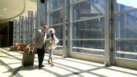Ältere Paare von Touristen stock footage