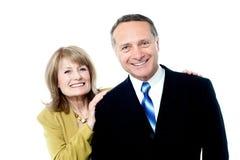 Ältere Paare zusammen auf Weiß Stockbild