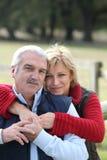 Ältere Paarumfassung Stockfotos