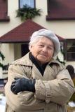 Ältere Person und ihr Haus Stockfoto
