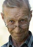 Ältere Personen der Mann in den Gläsern Stockfotos
