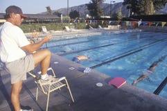 Ältere Schwimmenpraxis Stockbild