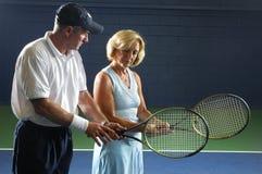 Ältere Tennis-Anweisung Lizenzfreie Stockbilder