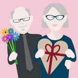 Ältere Valentinsgrußpaare in der Liebe stockbild