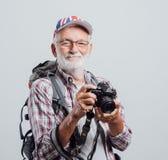 Älterer Abenteurer und Fotograf stockfoto