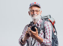 Älterer Abenteurer und Fotograf stockbild