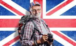 Älterer Abenteurer und Fotograf stockbilder