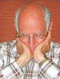 Älterer Bürger in der Betrachtung. Stockbild