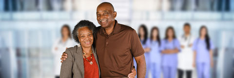 Älterer Bürger am Krankenhaus Stockfotografie