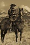 Älterer Cowboy führt Packpferd über historischer letzter Dollar-Ranch O Lizenzfreie Stockfotografie