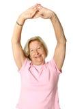 Älterer, der sie Ausdehnungen tut Stockbilder