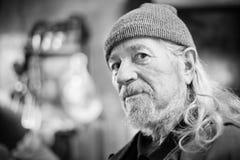 Älterer erwachsener Mann bw Stockfotografie
