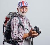 Älterer Forscher mit Digitalkamera lizenzfreies stockfoto