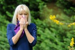 Älterer Frauen-Allergie-Blütenstaub Lizenzfreie Stockbilder