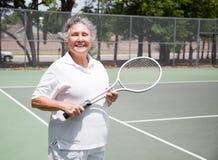 Älterer Frauen-Tennis-Spieler lizenzfreies stockbild