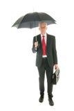 Älterer Geschäftsmann mit Regenschirm stockfotografie