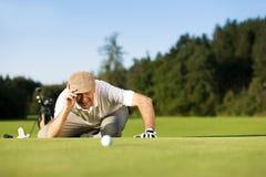 Älterer Golfspieler am Sommer Lizenzfreie Stockbilder