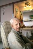 Älterer Herr an einem langfristigen Sorgfaltteildienst Lizenzfreies Stockfoto