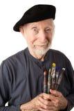 Älterer Künstler mit Barett und Pinseln lizenzfreie stockfotografie