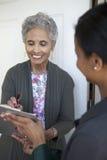 Älterer kennzeichnet eine Petition Lizenzfreies Stockfoto