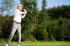 Älterer männlicher Golfspieler lizenzfreies stockfoto