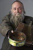 Älterer Mann Busking mit Accordian Lizenzfreie Stockfotos