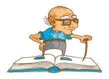 Älterer Mann, der auf Buch als Klugheit oder Wissen steht Stockfotos