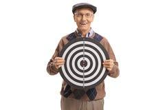 Älterer Mann, der ein Ziel und ein Lächeln hält Lizenzfreies Stockbild