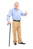 Älterer Mann, der einen Stock anhält Stockbilder
