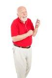 Älterer Mann, der Melodien genießt lizenzfreie stockfotos