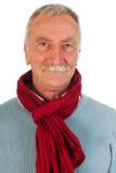 Älterer Mann, der oben schaut Lizenzfreies Stockfoto
