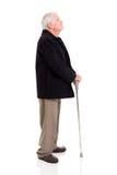 Älterer Mann, der oben schaut Lizenzfreie Stockfotos