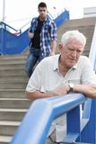 Älterer Mann, der schlecht sich fühlt Lizenzfreies Stockbild
